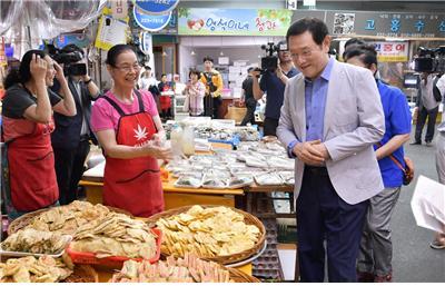 이용섭 시장, 대인시장 찾아 서민경제 점검
